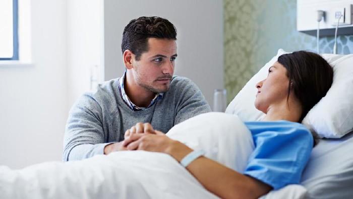 Ilustrasi pasangan muda yang memiliki anak lahir cacat. Foto: iStock