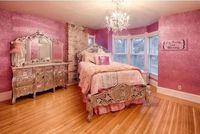 Menginap di Istana Barbie, Bukan Hanya Mimpi