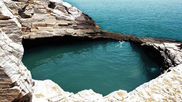 13 Kolam Renang Alami Terindah di Dunia