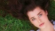 Dua Warna Bola Mata Model Cantik Bikin Netizen Kagum
