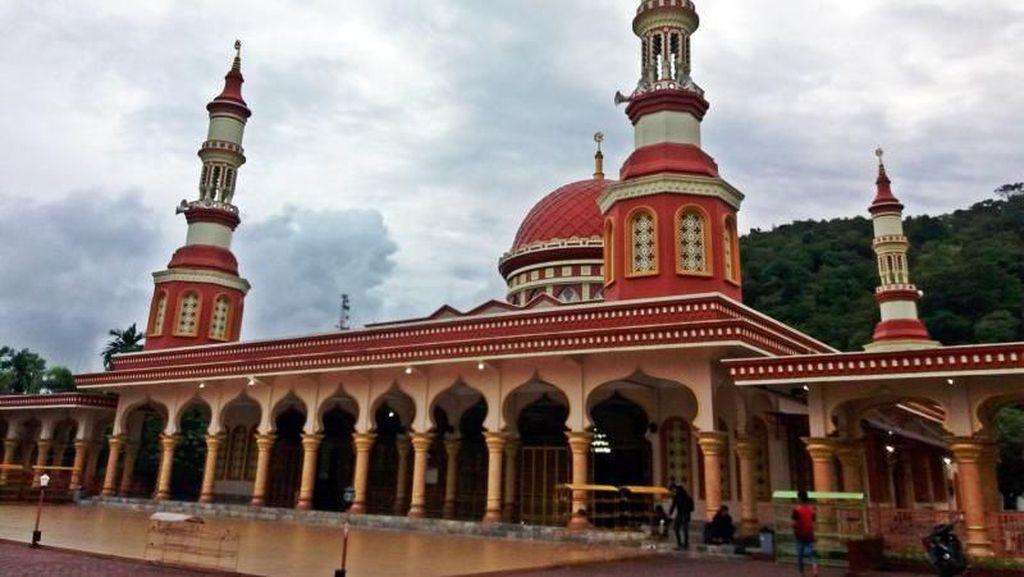 Megahnya Masjid Agung Istiqamah Tapaktuan di Aceh