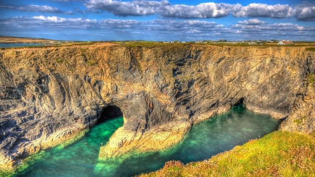 13 Kolam Renang Alam Terindah di Dunia