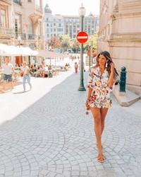 Liburan ke Eropa juga pernah dilakukan Luana. Dia asyik berjalan-jalan menikmati Kota Porto di Portugal. (Instagram/@pilotluana)