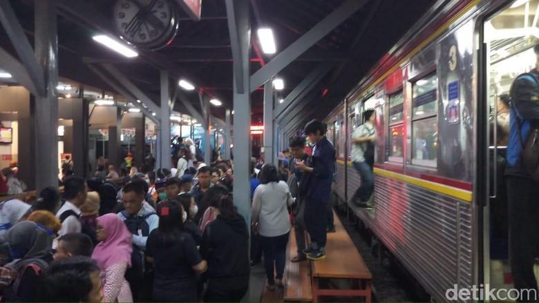 Sempat Terganggu Akibat Tawuran, Perjalanan KRL Berangsur Normal
