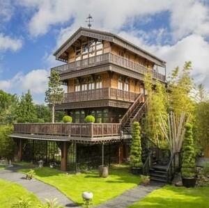 Fantastis, Rumah Mewah dengan Pantai Indoor Dijual Rp 48 Miliar