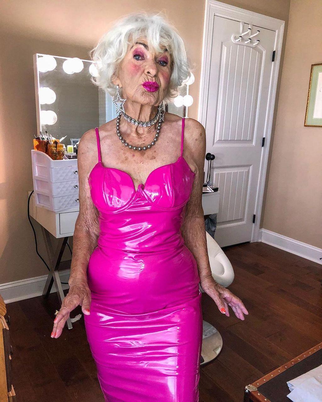 Baddie Winkle bisa dibilang nenek paling ceria di internet. Foto:Instagram/baddiewinkle