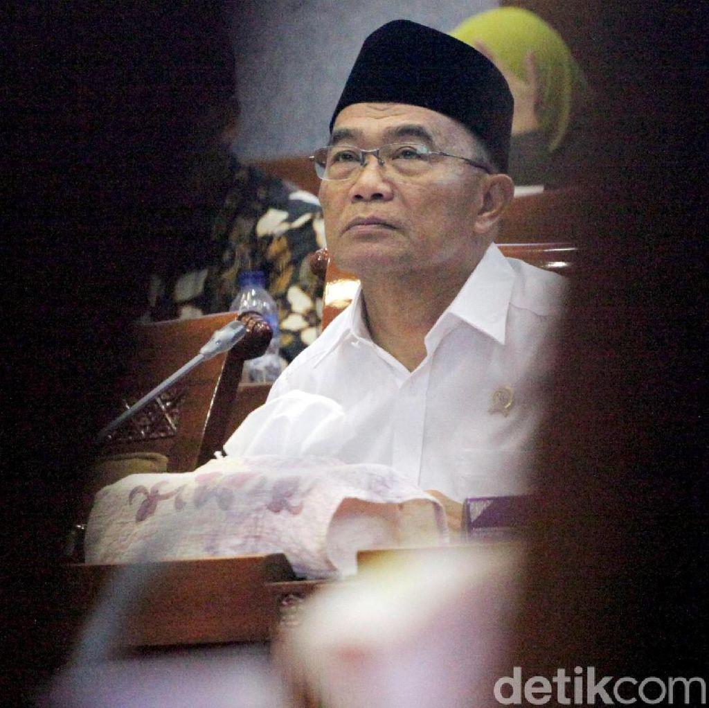 Berkemeja Putih, Muhadjir Effendy Bertemu Ketum PP Muhammadiyah