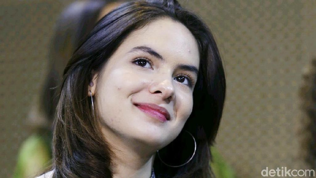 Celebrity on Vacation: Elina Joerg dan Steffi Zamora di Kampoeng Jati