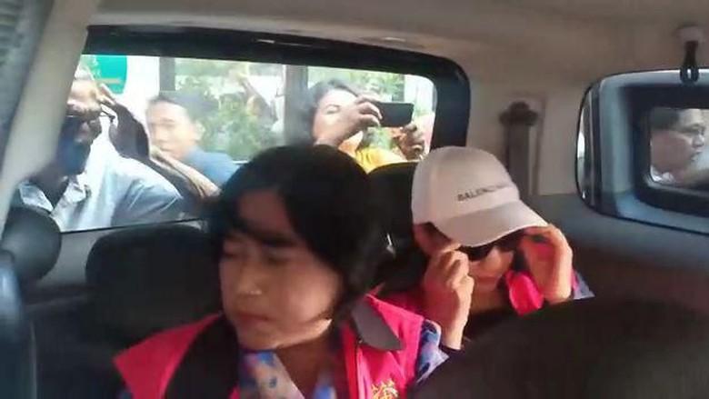Usai Diperiksa Kasus Jasmas, 2 Anggota DPRD Surabaya Langsung Ditahan