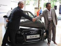Gunadi Sindhuwinata dan Soebronto Laras dalam peluncuran Audi A5 2 April 2009 lalu.