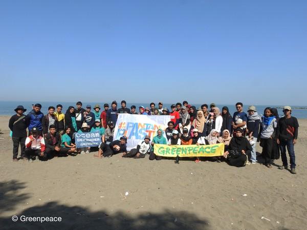 Ekpedisi ini dilakukan bersama MSDC (Marine Science Diving Club) Universitas Hasanuddin dengan tema Peran Terumbu Karang dan Ancaman yang Dihadapi Bagi Keberlanjutan Ekosistem Laut. (Ria Qorina/Green Peace)