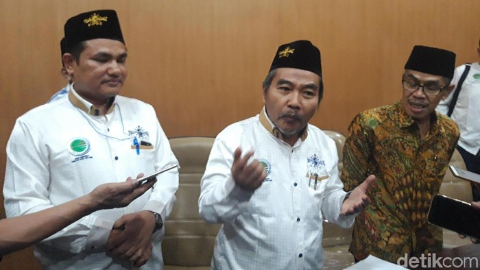 Ketua BKNU Mahmud Mustain  menjelaskan tentang garam Madura (Foto: Hilda Meilisa Rinanda)