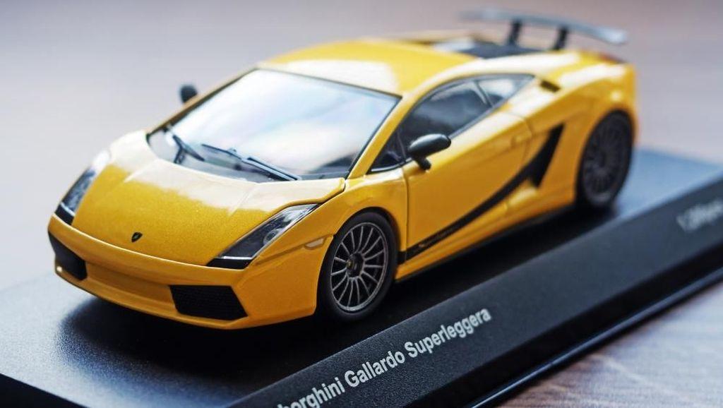 Di Jakarta, Pertamina Bagi-bagi Miniatur Lamborghini ke Pelanggan