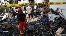 Pabrik Sepatu di Penjaringan Ludes Terbakar