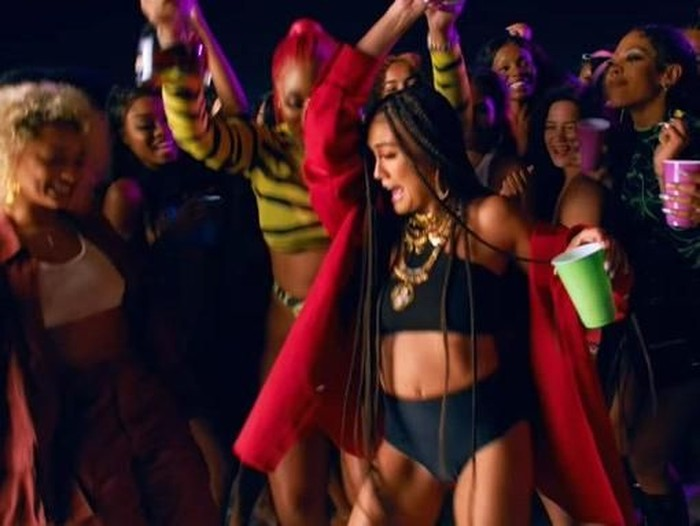 Gaya puluhan juta Agnez Mo di video klip Megan Thee Stallion. Foto: YouTube Megan Thee Stallion