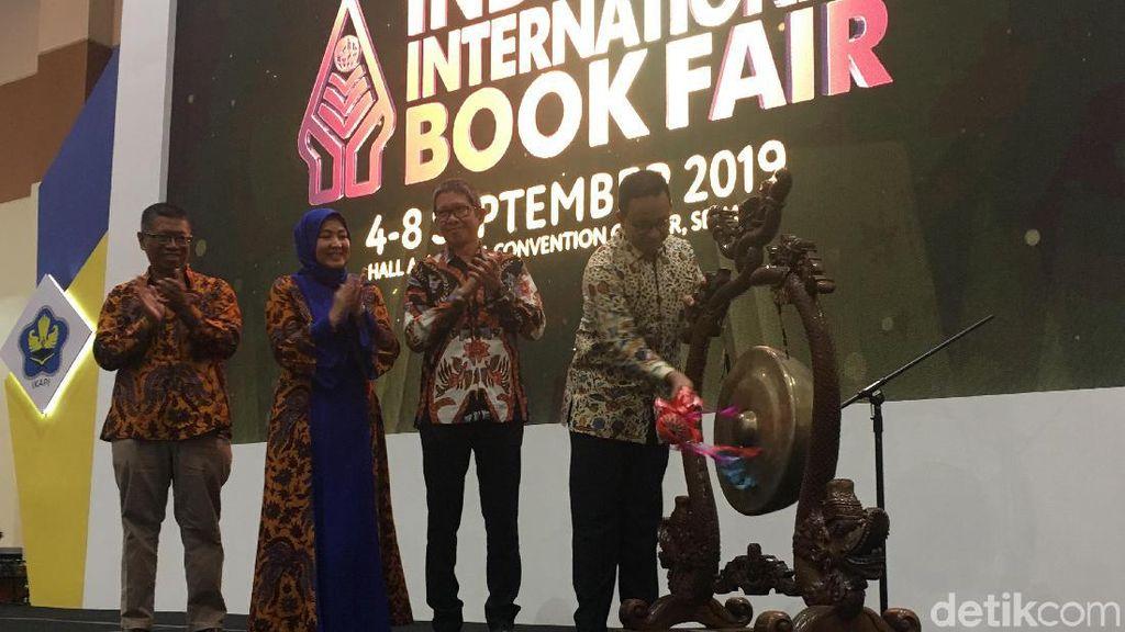 Tingkatkan Minat Baca, Anies Ingin Ada Peminjaman Buku di Stasiun MRT