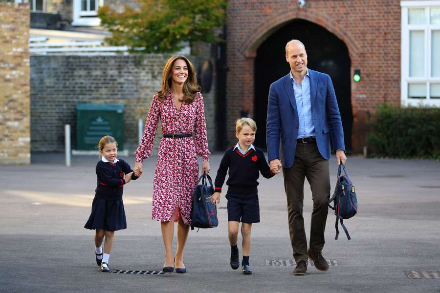 Gemasnya Putri Charlotte dan Pangeran George di Hari Pertama Sekolah