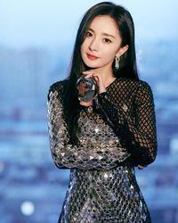 Yang Mi, aktris China yang jadi kontroversi karena ketahuan baca komik lesbian