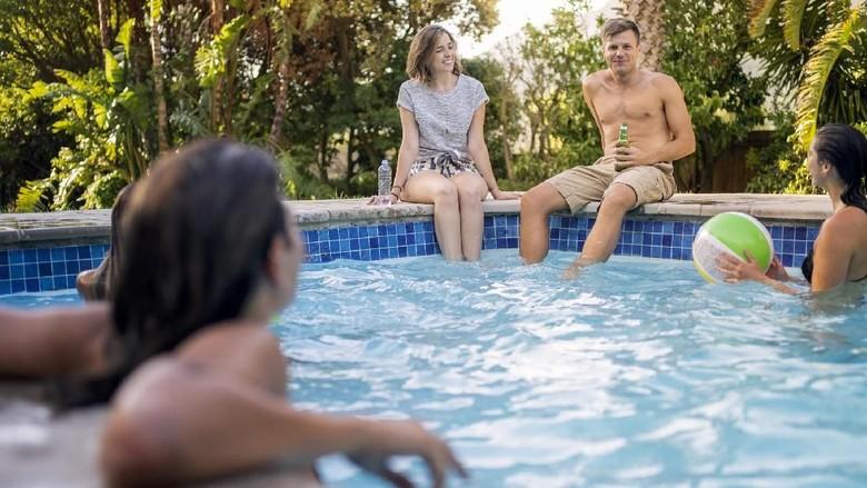 Ilustrasi renang topless (iStock)
