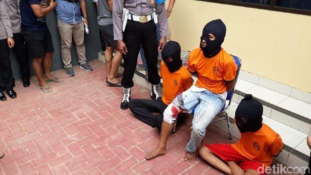 Foto: Polisi jumpa pers soal penangkapan 3 pemerkosa dan pembunuhan gadis Baduy (Bahtiar-detikcom)