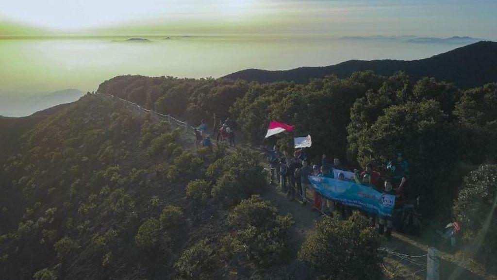 Mendaki Gunung Gede Tanpa Embel-embel Plastik