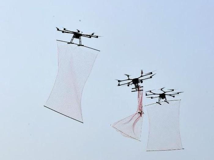 Drone China bisa menembakkan jaring ke arah target (An Yuan/China News Service/VCG/Getty Images via CNN)