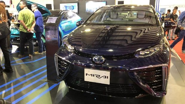 Mobil hidrogen Toyota Mirai