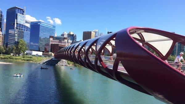 Calgary, Kanada di peringkat ke-5. Kategori-kategori tersebut juga memiliki bobot yang berbeda. Stabilitas menyumbang 25% dari total dan mempertimbangkan prevalensi kejahatan yang kecil dan kekerasan, ancaman teror, konflik militer, atau kerusuhan sipil (Foto: CNN)