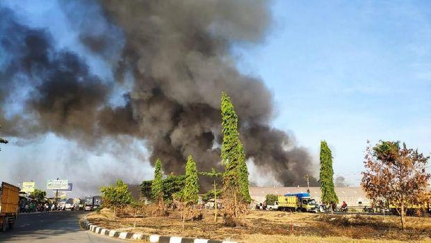 Pabrik Mebel di Demak Terbakar