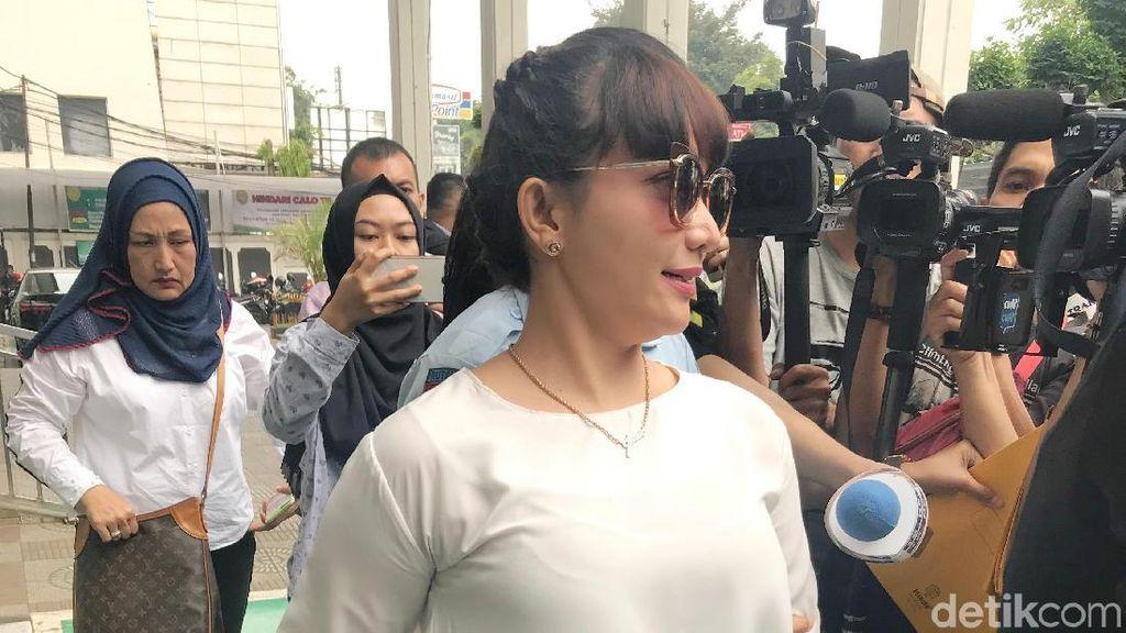 Roro Fitria Kecewa Sidang PK Ditunda