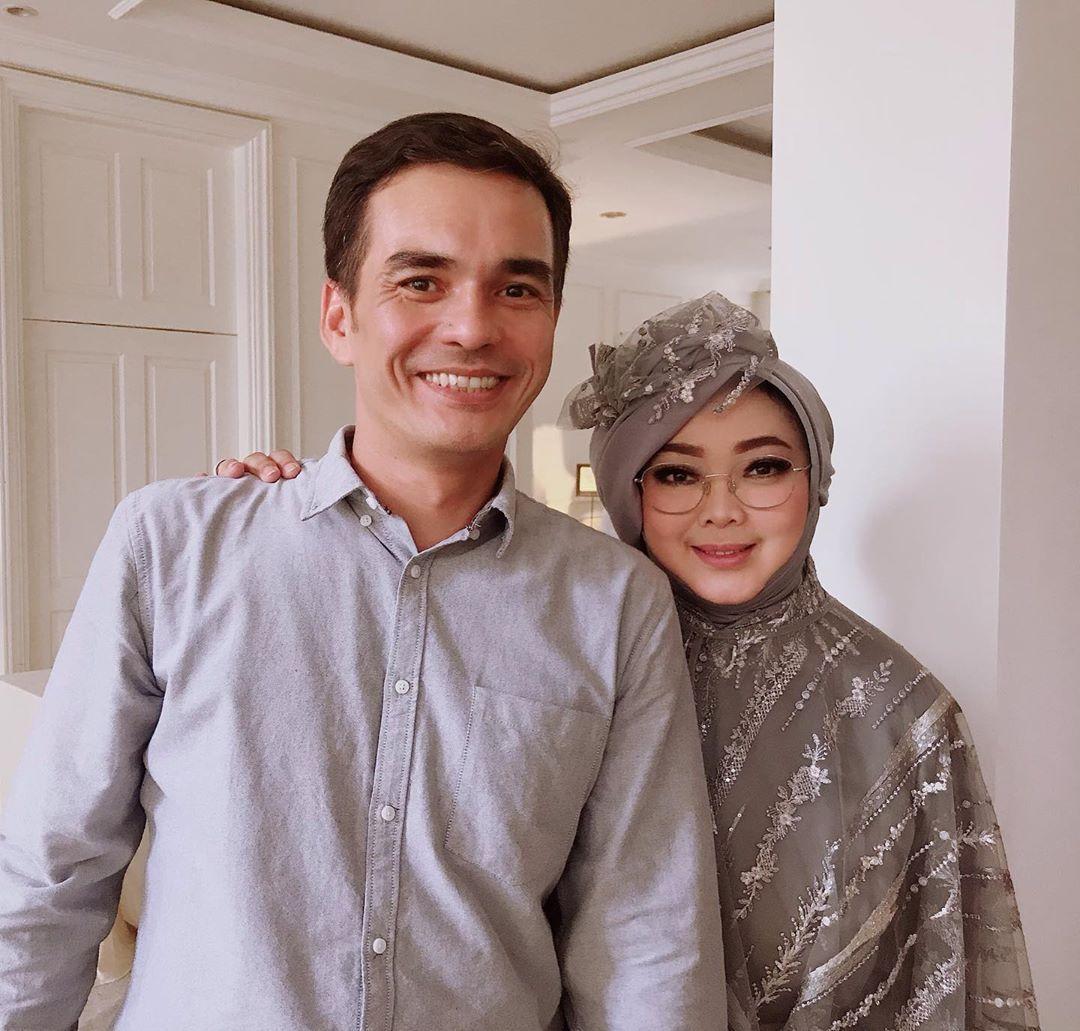 Rina Gunawan dan Teddy Syach