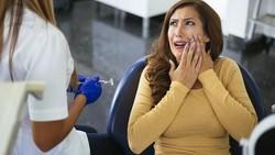 Penyebab Gusi Bengkak dan 6 Obat Alami untuk Mengatasinya