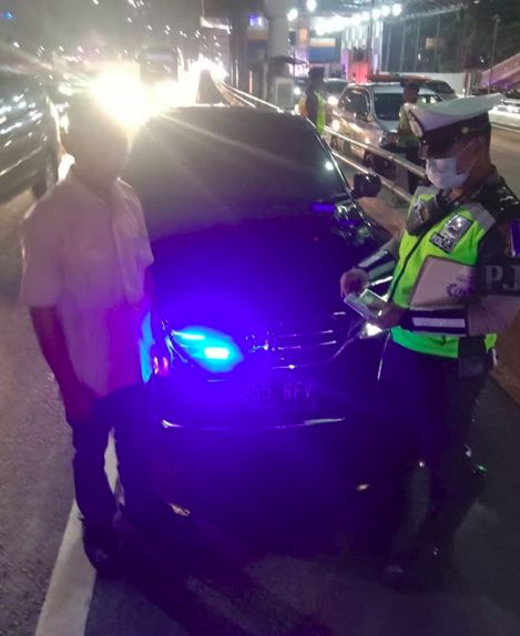 Kendaraan pribadi ditilang pakai strobo