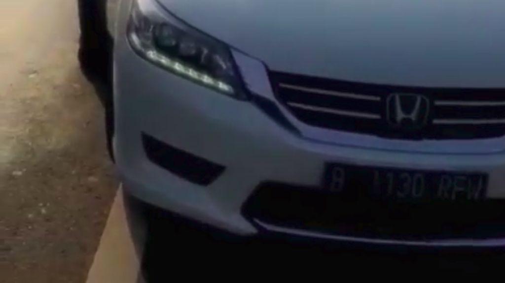 Dua Mobil Pribadi Berpelat RF Pasang Strobo, Eh Ditilang!