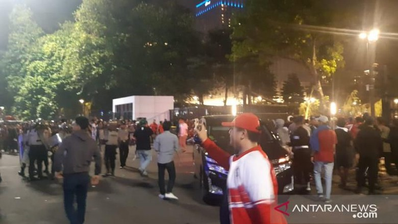 Rusuh Pasca Laga Indonesia vs Malaysia, Polisi Lepaskan Gas Air Mata