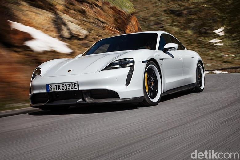 Mobil listrik Porsche Taycan. Foto: Porsche