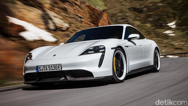 Mobil listrik Porsche Taycan Foto: Porsche