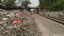 Sampah di Samping Rel Citeureup Belum Dibersihkan, Camat: Berat Kalau Manual
