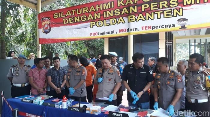 Foto: Polisi jumpa pers soal penangkapan 3 pemerkosa gadis Baduy (Bahtiar-detikcom)