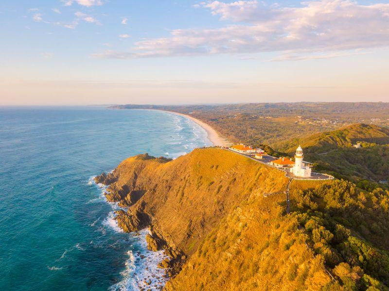 Pertama, ada Rute Legendary Pacific Touring Coast dari Sydney menuju ke Brisbane selama 9 hari. Kamu bisa singgah di Port Stephens hingga Byron Bay buat berenang dengan lumba-lumba, berselancar, dan main kayak. (iStock)