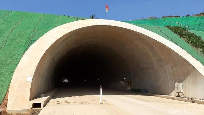 Kementerian PUPR terus mempercepat pengerjaan proyek Tol Cileunyi-Sumedang-Dawuan (Cisumdawu) di Jawa Barat. Seperti apa penampakan terkini proyek itu?