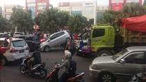 Tabrakan Beruntun di Bintaro, Satu Mobil Nangkring di Mobil Lain
