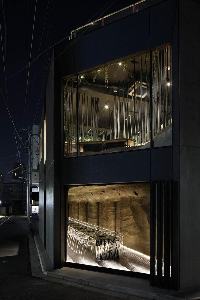 Di tengah modernnya Tokyo, Jepang. Ada restoran yang punya hutan dan gua batu di dalamnya. Restoran ini punya pemandangan yang memukau. Foto: Istimewa