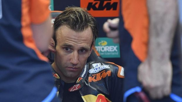 NORTHAMPTON, ENGLAND - AUGUST 23:  Johann Zarco of France and Red Bull KTM Factory Racing looks on in box  during the MotoGp Of Great Britain - Free Practice at Silverstone Circuit on August 23, 2019 in Northampton, England. (Photo by Mirco Lazzari gp/Getty Images)