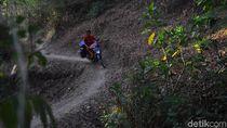Kekeringan di Grobogan Memuncak, Warga Berburu Sumber Air ke Hutan
