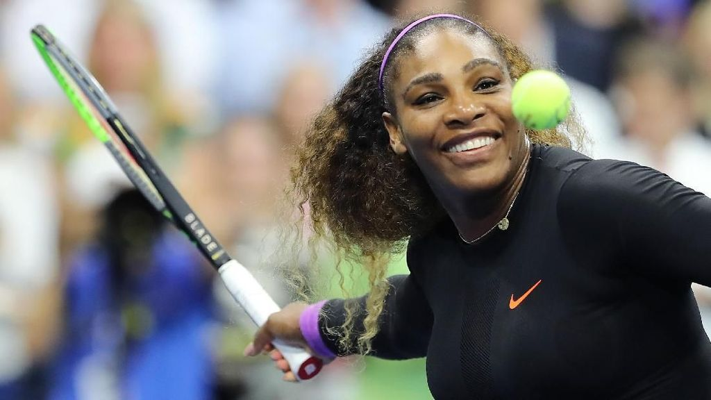 Kocak! Serena Williams Jumpalitan Main Tenis Sama... Diri Sendiri