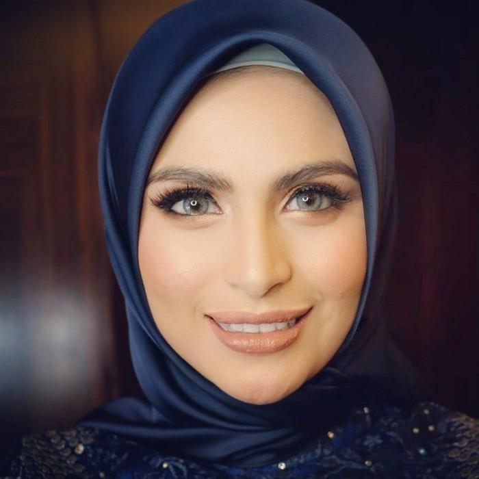 Asha Shara dikenal sebagai artis sekaligus model ternama. Wanita berdarah Arab-Aceh ini pertama kali memulai debut lewat aktingnya di FTV. Foto: instagram asha shara