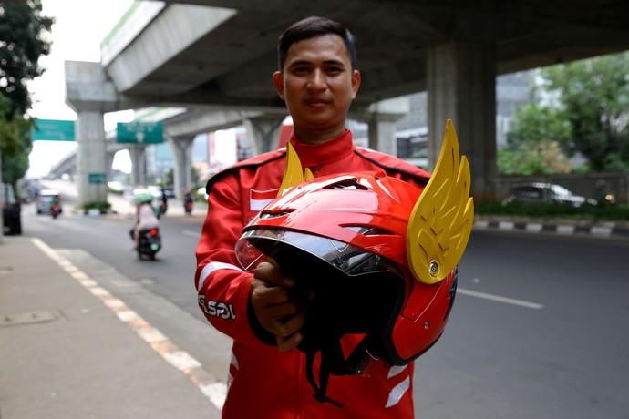Helm unik ini mirip dengan helm super hero Indonesia, Gundala.