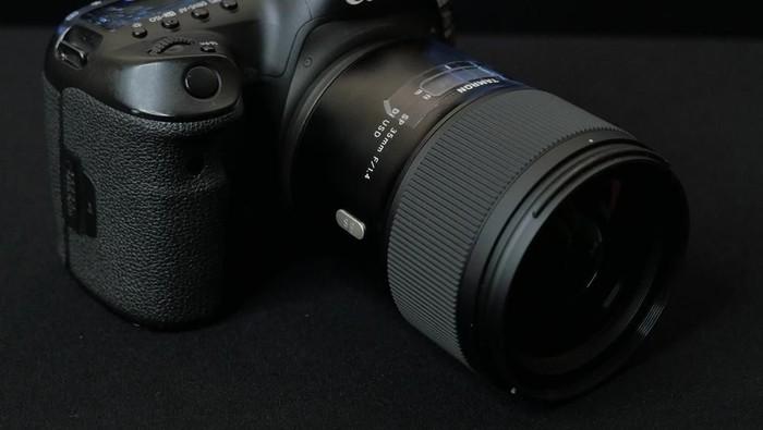 Lensa Tamron SP 35mm f/1.4. (Foto: Dok. Erwin Mulyadi)