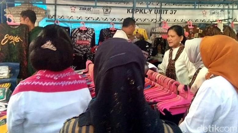 Serunya Iriana dan Mufidah Kalla Belanja di Malioboro